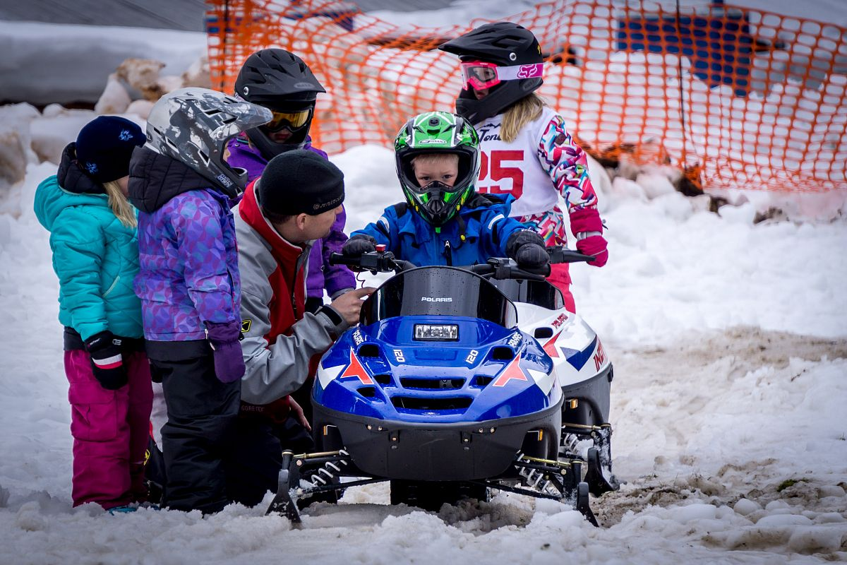 sno-goers 120 cc family gathering